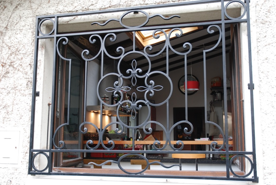 fenetre en fer metallique portes dentre portes en fer forg conception de fentre fentres dpoque. Black Bedroom Furniture Sets. Home Design Ideas